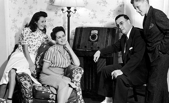 family-listening-radio-home-vintage-photo-01.jpg